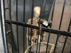 Just a skeleton chilling in the Underground Vaults
